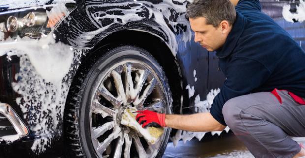 Kompletné umytie exteriéru, interiéru, či tepovanie sedačiek auta. Doprajte luxus vášmu štvorkolesovému miláčikovi.