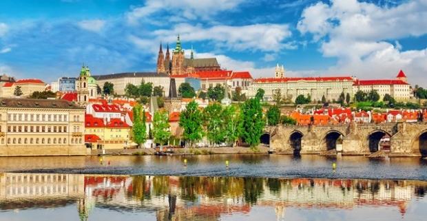 Objavte modernú tvár stovežatej Prahy! Moderný štýl, pekný výhľad a blízkosť turistických atrakcií v 4* hotel NH Prague City s raňajkami.