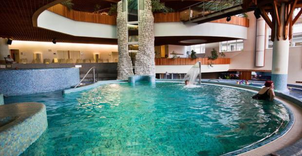 Neobmedzený zážitkový wellness pobyt v maďarskom meste Zalakaros v hoteli MenDan****, ktorý splní želania najmenším aj najväčším.