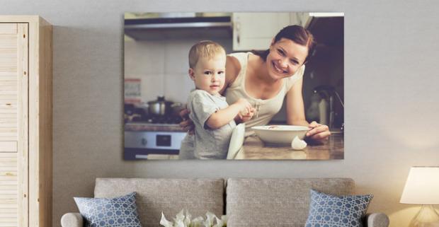 Tlač fotografií na plátno. Nemusíte svoje najkrajšie spomienky vešať na klinec doslova. Stačí si ich zavesiť na stenu.