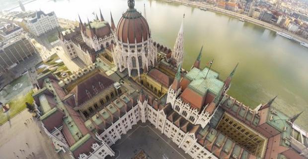 Spravte si výlet do krásnej Budapešti a kochajte sa jej pamätihodnosťami. O všetko ostatné budete mať postarané v Hoteli Császár***.