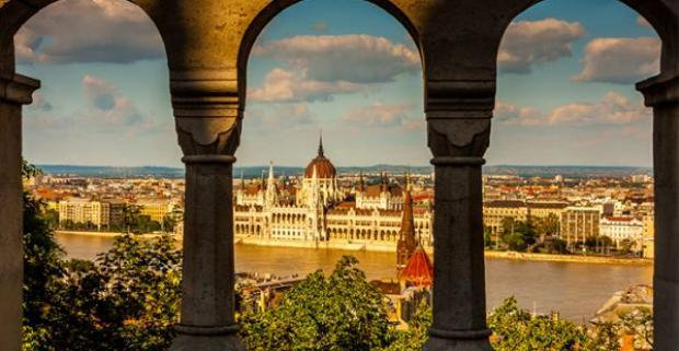 Navštívte perlu Dunaja, atraktívnu maďarskú metropolu, mesto Budapešť. Neďaleko centra na vás čaká hotel Lucky*** s chutnými raňajkami.
