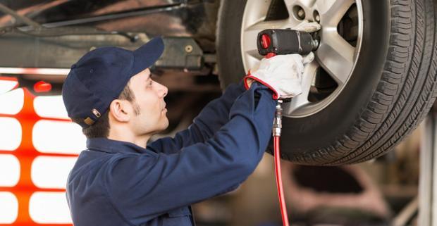 Kompletné prezutie pneumatík s možnosťou uskladnenia a ošetrenia, vrátane všetkých závaží. Nemusíte sa báť im zveriť svoje auto.