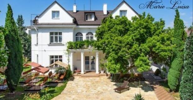 Romantický pobyt v štýlovom hoteli Marie-Luisa*** obklopenom zeleňou vo vilovej časti Prahy. Tešte sa na plnú penziu a zľavu do wellness.